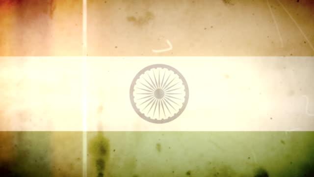 vídeos de stock e filmes b-roll de bandeira da índia-grunge retro velho filme loop com áudio - fuga de luz