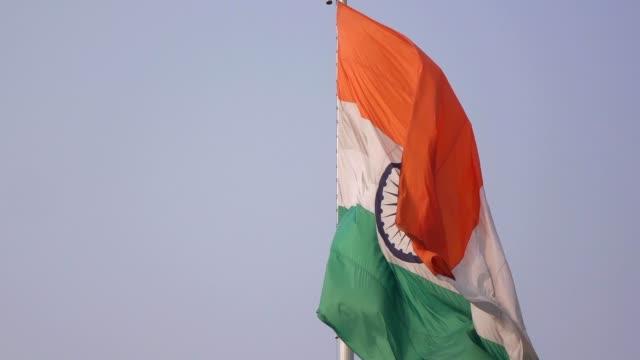 indische flagge - hochziehen stock-videos und b-roll-filmmaterial