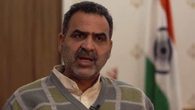 """indian government minister sanjeev balyan saying police did not intentionally vandalise people's houses during violent protests and that """"things... - 公共物破壊点の映像素材/bロール"""