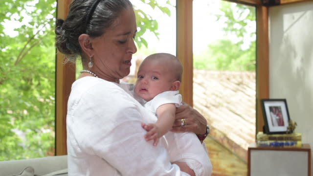 vidéos et rushes de indian grandmother holding newborn baby. - 0 11 mois