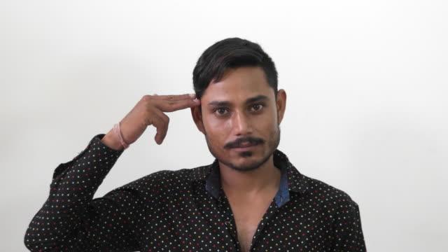 vídeos y material grabado en eventos de stock de indian man making different faces and hand gestures - un solo hombre de mediana edad