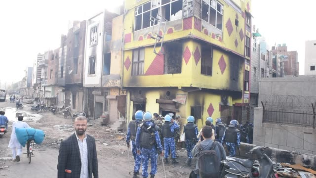 indian paramilitary forces guard the area next to a house destroyed during riots on march 01 2020 in new delhi india at least 42 people have been... - delhi stock videos & royalty-free footage