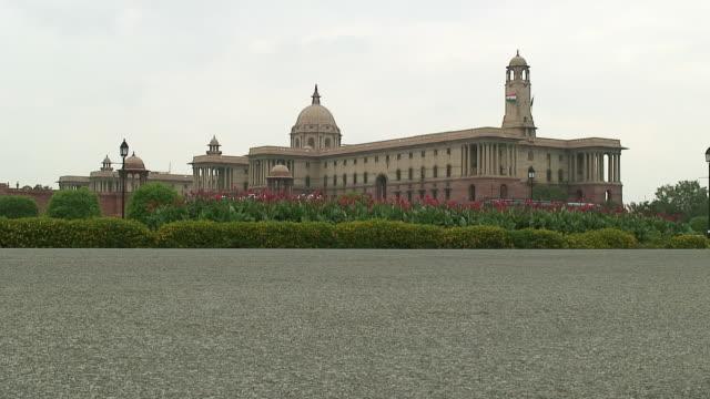 vídeos y material grabado en eventos de stock de ws indian parliament building, delhi, india - edificio del parlamento