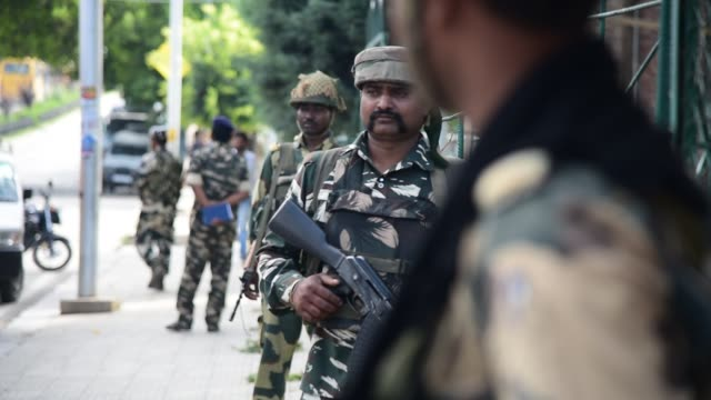 indian troopers stands guard at airport road in srinagar on august 2019 fear and confusion have gripped residents in india administered kashmir after... - jammu e kashmir video stock e b–roll