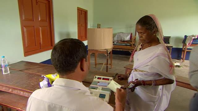 indian woman casting vote at polling station in india's national election - april 7, 2014 - röstsedel bildbanksvideor och videomaterial från bakom kulisserna