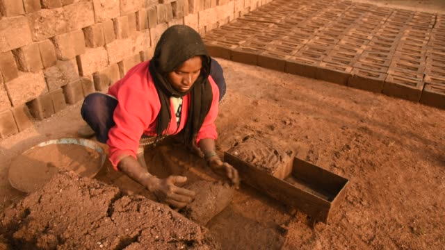 indian workers making wet clay bricks, aurangabad, india. - brick stock videos & royalty-free footage