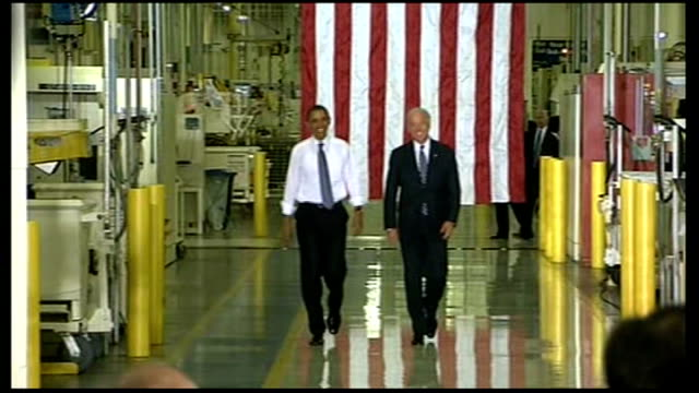 stockvideo's en b-roll-footage met kokomo chrysler group plant int obama towards next joe biden as both wave to applauding chrysler employees - chrysler