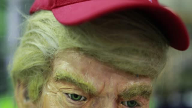 indianapolis, indiana, usa: a papier-mâché replica of united states president donald j. trump is on display at the durkin tactical booth being... - papier stock videos & royalty-free footage