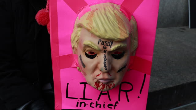 vídeos de stock, filmes e b-roll de indianapolis, indiana, usa: donna mazur holds a trump mask she made for halloween and incorporated into a sign as women gather at american legion... - made in the usa frase americana
