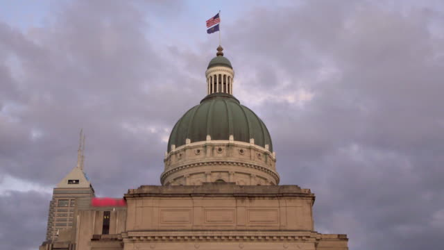indianapolis state capitol building at dusk - indiana stock videos & royalty-free footage