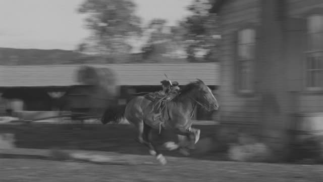 ws pan indians escaping through people - スウィッシュパン点の映像素材/bロール