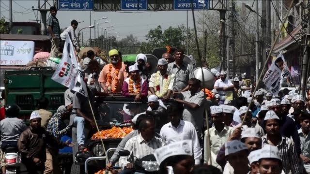 Indias Aam Admi Party AAP leader Arvind Kejriwal makes a tour of the streets of New Delhi ahead of the capital going to the polls on Thursday