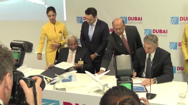 stockvideo's en b-roll-footage met indias jet airways injected life monday into the dubai airshow confirming an order for 75 boeing 737 planes worth $825 billion at list price - merknaam