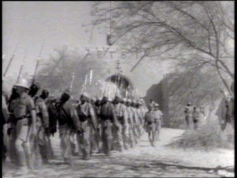 vidéos et rushes de indigenous african soldiers marching in french troop uniforms. indigenous african males laboring, working w/ shovels, pick axes, men moving dirt from... - colony