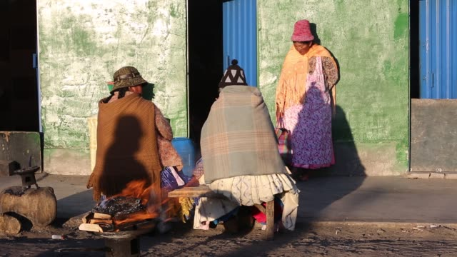 indigenous women at a street market in el alto, la paz, bolivia, south america, in traditional dress. - shawl stock videos & royalty-free footage
