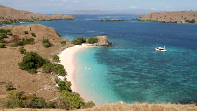 indonesia, lesser sunda islands or nusa tenggara - insel komodo stock-videos und b-roll-filmmaterial