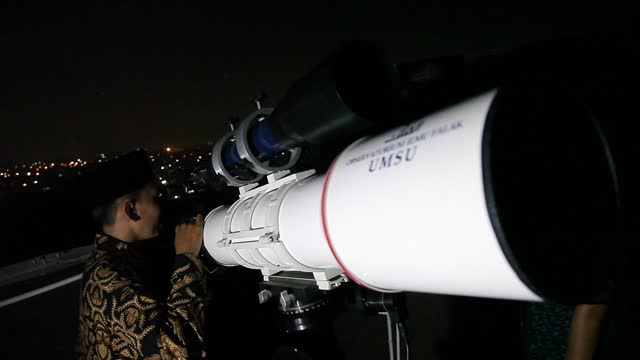 indonesian campus teaching staff use telescope equipment to observe a rare total lunar eclipse at the faculty of astronomy at the muhammadiah... - albert damanik stock videos & royalty-free footage