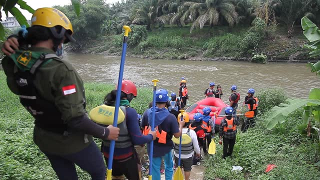 indonesian environmental walk down to collect plastic waste that has pooled in the deli river basin during world environment day on june 5, 2021 in... - albert damanik stock videos & royalty-free footage