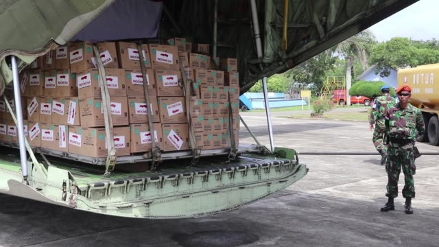 Indonesian government sends humanitarian aid for Rohingya refugees in Cox's Bazaar Bangladesh on January 24 2018 in Aceh Indonesia The assistance...