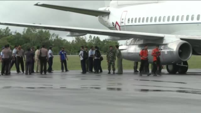 indonesian military personnel carry coffins of the 2 victims of malaysian air carrier airasia flight qz8501, upon their arrival at the military... - surabaya stock videos & royalty-free footage