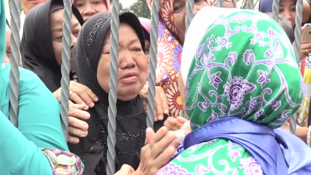 stockvideo's en b-roll-footage met indonesian pilgrims gather at hajj embarkation pondok gede before leaving for mecca from soekarno hatta international airport jakarta july 17 2018... - bedevaart