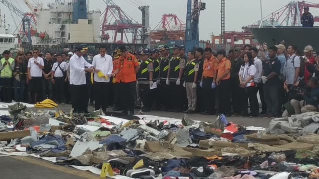 indonesian president joko widodo accompanied by transportation minister budi karya sumadi and head of national search and rescue agency muhammad... - crash stock videos & royalty-free footage