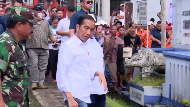 stockvideo's en b-roll-footage met indonesian president joko widodo visits labuan an area hit by the volcano triggered tsunami that killed at least 281 people as rescuers race to find... - clean