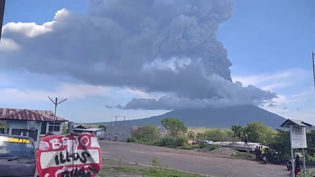 indonesia's mount ili lewotolok erupts, belching a column of smoke and ash four kilometres into the sky, triggering a flight warning and the closure... - volcano stock videos & royalty-free footage