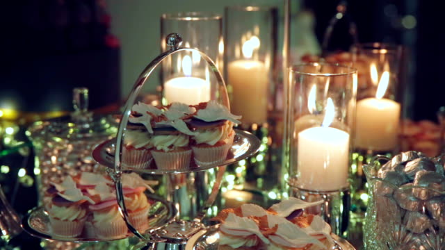 Indoor wedding table decoration with muffins