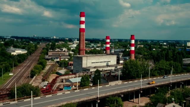 Industriegebied met fabriek rode schoorstenen. Luchtfoto schieten