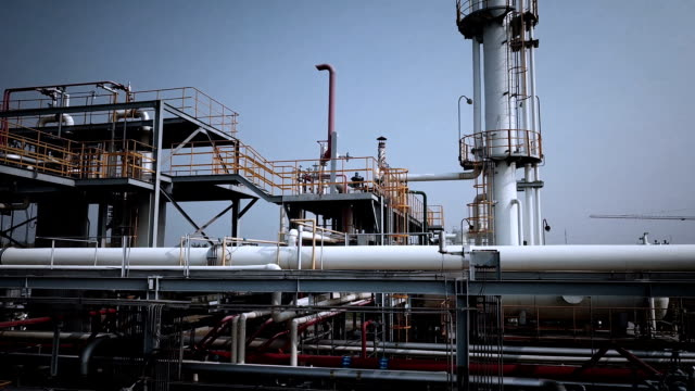 industrial building-lng oil gas equipment - oil refinery stock videos & royalty-free footage