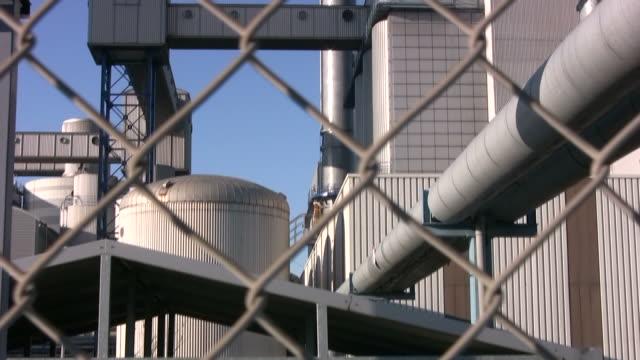工業地区の発電所 cm 傾斜ズームインインチハイビジョン - 空気弁点の映像素材/bロール