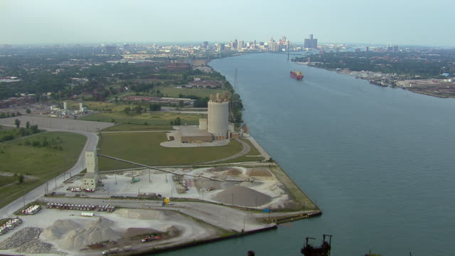 industrial docks on the detroit river, west of the city of detroit. - detroit river stock-videos und b-roll-filmmaterial