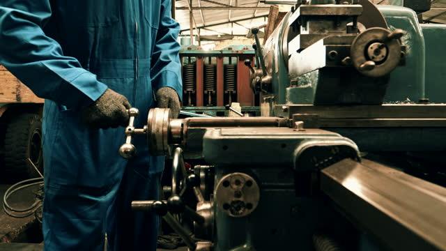 産業機器 - ドリルビット点の映像素材/bロール