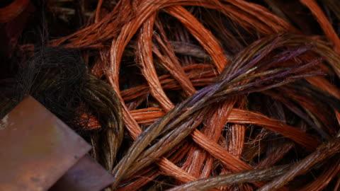 vídeos de stock, filmes e b-roll de industrial junky copper wire - embaraçado