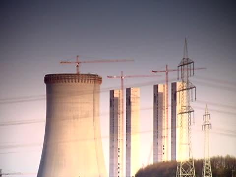 vídeos de stock e filmes b-roll de paisagem industrial (reduzir zoom), pal - central elétrica