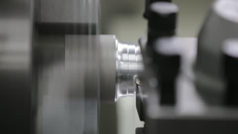 vídeos y material grabado en eventos de stock de industrial de torno - aluminio
