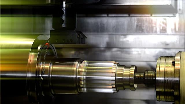 産業旋盤 works 金属、高精度 - ドリルビット点の映像素材/bロール