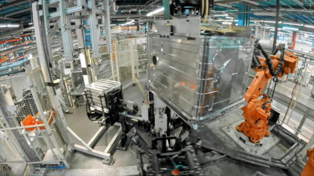 stockvideo's en b-roll-footage met time lapse industriële robots die in de fabriek - factory