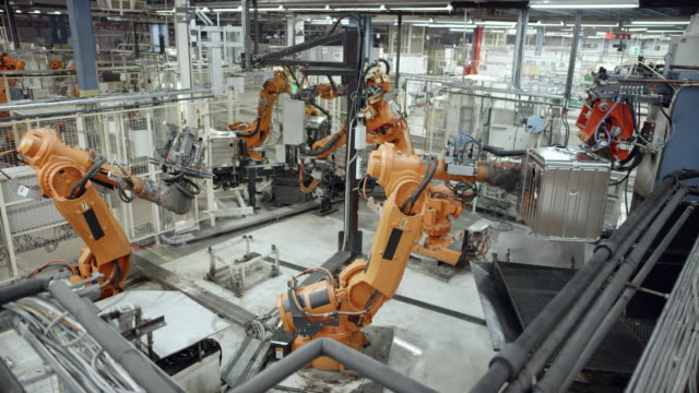 vídeos de stock e filmes b-roll de cs industrial robots' work process in the factory - automatizado