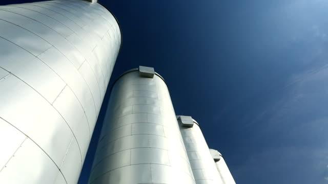 vidéos et rushes de silos industriels - silo