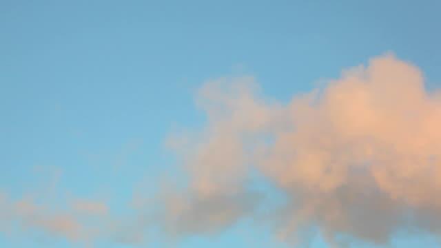 stockvideo's en b-roll-footage met industrial smoke from chimney - plusphoto