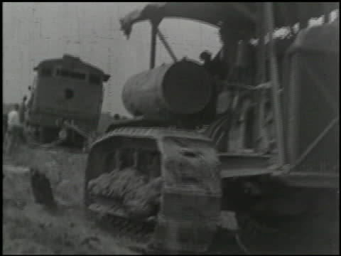vídeos de stock e filmes b-roll de industrial uses of 'caterpillar' tractors - 2 of 14 - caterpillar inc
