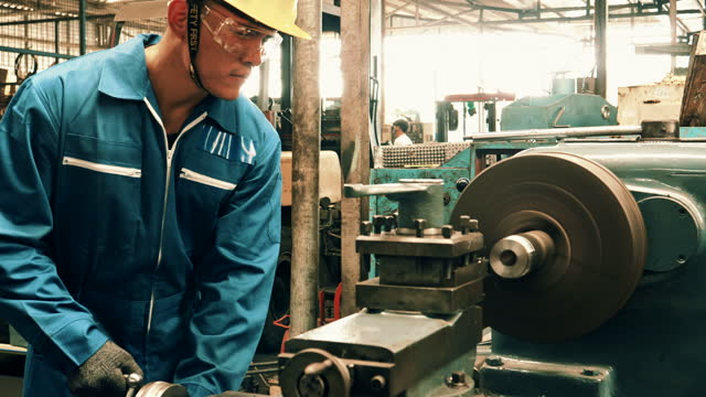 産業労働者 - ドリルビット点の映像素材/bロール