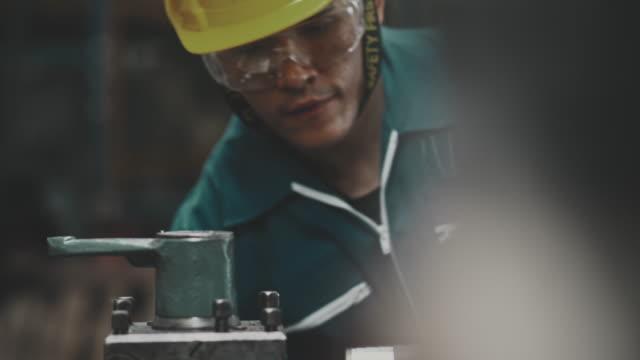 産業労働者の働き - 労働者階級点の映像素材/bロール