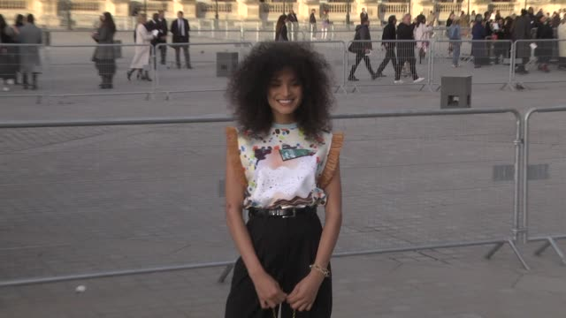 indya moore attends the louis vuitton show as part of the paris fashion week womenswear fall/winter 2019/2020 on march 5, 2019 in paris, france. - ブランド ルイヴィトン点の映像素材/bロール