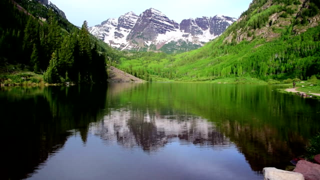Berühmten Maroon Bells massiven Towers of Rock in Aspen Colorado Rocky Mountain Bliss mit See Crater Lake