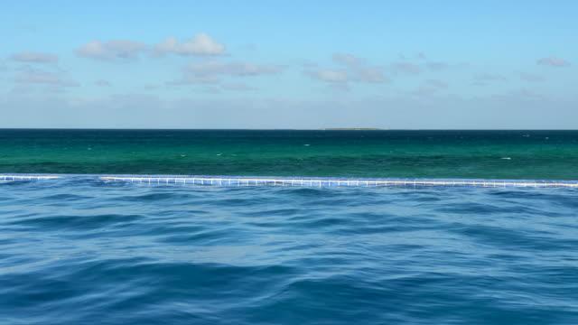 カリブ海へのインフィニティプールの融合 - インフィニティプール点の映像素材/bロール