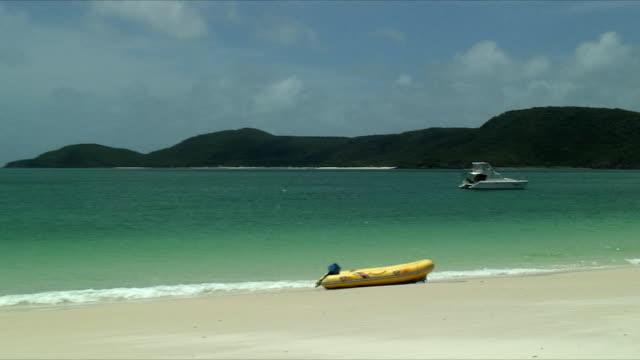 WS ZO PAN Inflatable raft on beach shore, Whitsunday Islands, Queensland, Australia