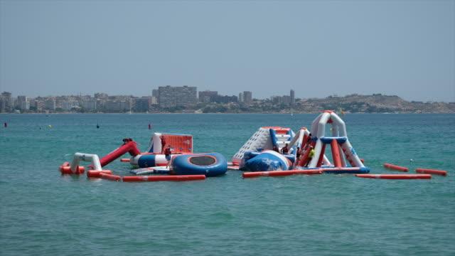 stockvideo's en b-roll-footage met inflatable water park - waterpark